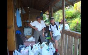 Doação de Roupas e Alimentos