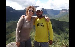 Ivete Sangalo e o Carlitão com a Camiseta da Indiada